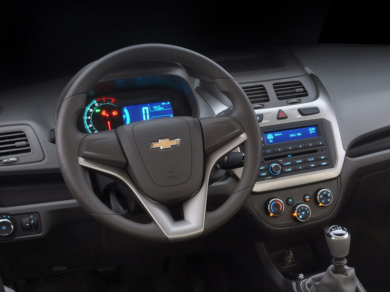Chevrolet-Cobalt-2013-Foto
