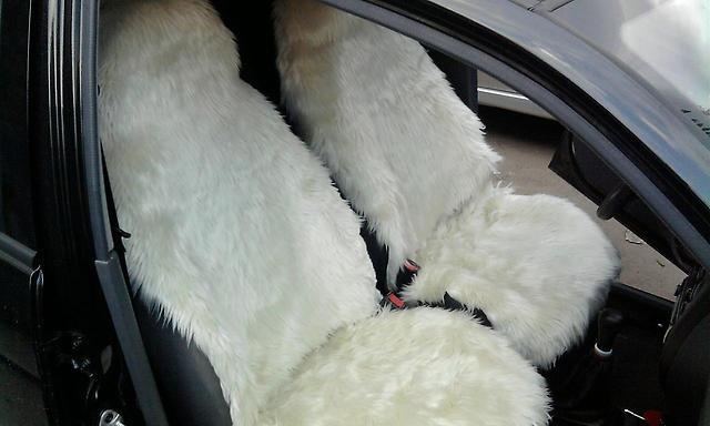 Белые меховые чехлы