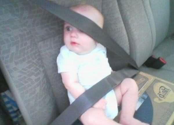 Ребенок под ремнем без кресла