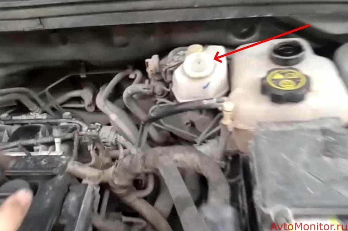 Откачивание тормозной жидкости