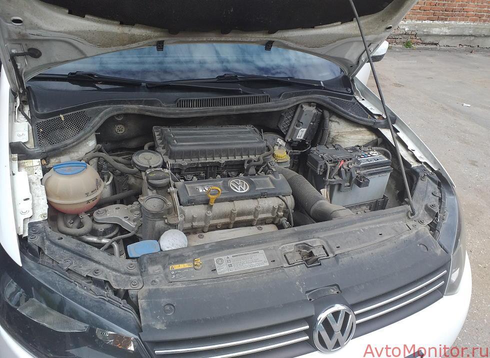 Открытый капот VW Polo 5