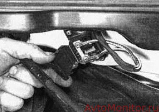 Предохранитель в моторном блоке VW Golf 3