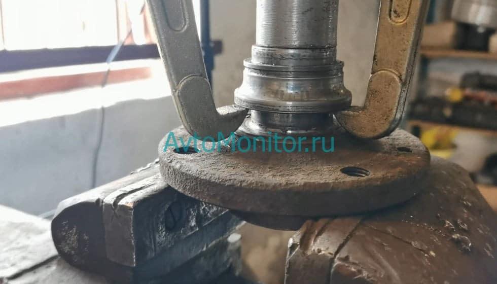 Выпрессовка внешнего кольца со ступицы
